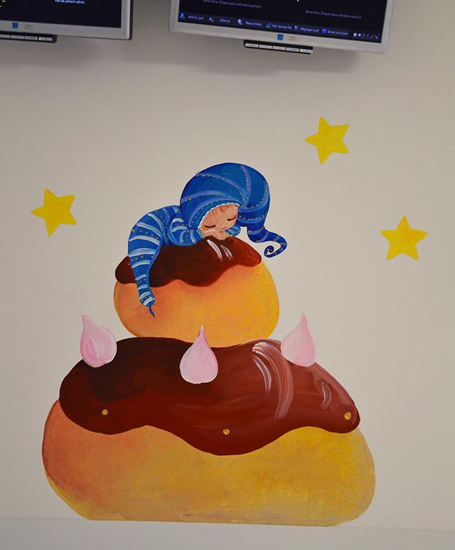 Peinture de bébé sur religieuse au chocolat