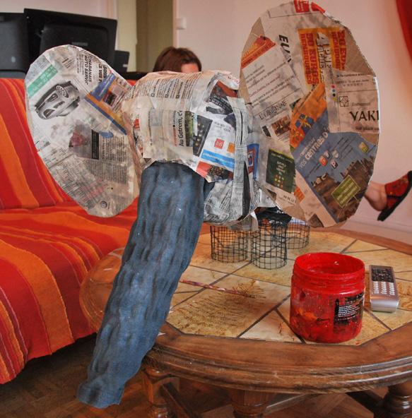 sculptures en papier m ch. Black Bedroom Furniture Sets. Home Design Ideas