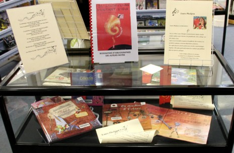 mes livres en vitrine de la bibliothèque d'Isle