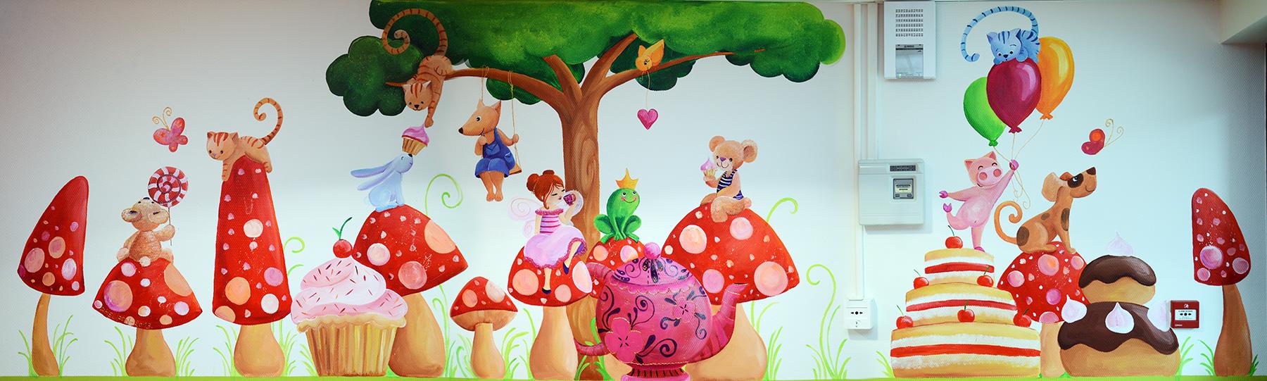 fresque féerique sur le thème du pique-nique dans une cantine