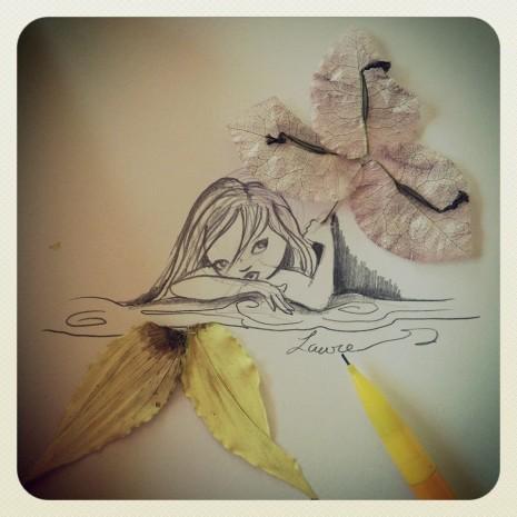 fée avec une fleur comme ombrelle