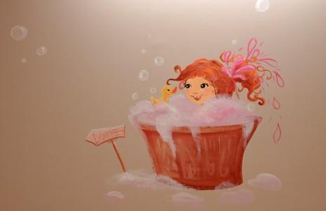 Une petit fille rousse prend son bain en peinture murale de l'hôpital