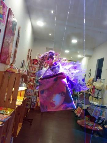 Fée de la vitre de la boutique de laure Phelipon