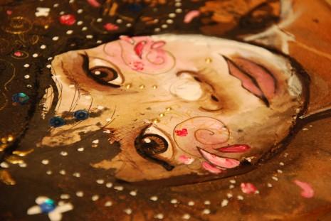 visage de femme sur toile
