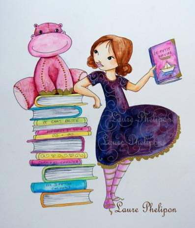 petite princesse qui lit un livre à son doudou assis sur un pile de livre