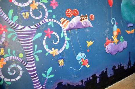 fresque sur le thème des doudous, des sucreries et du voyage